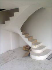 монолитные лестницы, любой сложности.